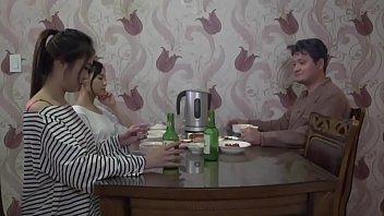 Сочную училку пердолит на столе ее любовничек