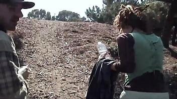 Украинская женщина загнала в пизду страпон
