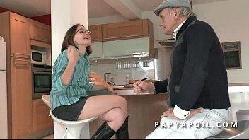 Анальный секс с русской женщиной с косичками ублажил француза