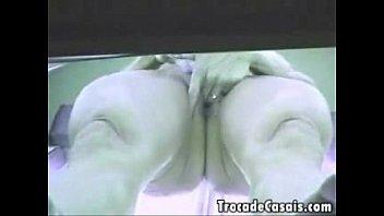 Саманта бентли задрала ножки и ласкает щелку