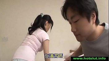 Молодая девчуля с огромными натуральными дойками ублажает всем тем своим телом зрелого противного дядьку