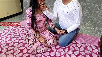 Горячие тёлки в фатиновых юбках устроили анальные лесбиянские дурачества