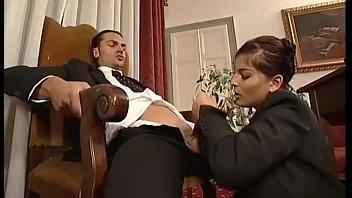 Женщина в колготочках мастурбирует у зеркала