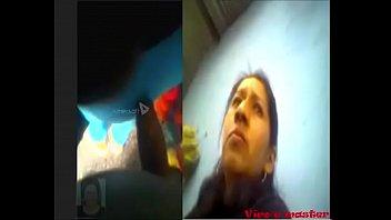 Парнишка чпокает 2-ух жарких шлюшек перед камерой