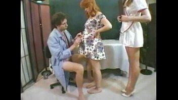 Сисястая девушка чпокается в волосатую пиздень