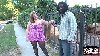 Шлюха-блондинка и её бойфренд всегда находят времячко для урока любовью